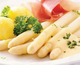 Măng tây luộc ăn kèm nước sốt hollandaise